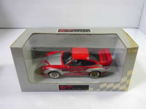 ミニカー UTモデルス 1-18 ポルシェ 911 GT2 ストリート w-Racing DEcoration -01