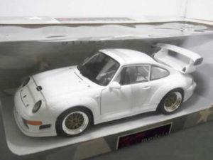 ミニカー UT models 1-18 ポルシェ 911 GT2 レーシング STREET -02