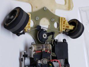 RC ラジコン タミヤ 1/10 JPS ロータス79 競技用スペシャル のシャシ、メカ部分の拡大撮影-10