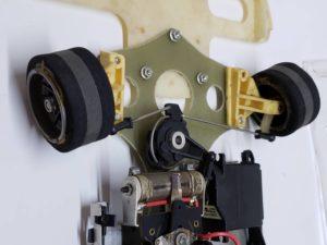 RC ラジコン タミヤ 1/10 JPS ロータス79 競技用スペシャル のシャシ、メカ部分の拡大撮影-09