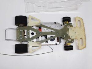 RC ラジコン タミヤ 1/10 JPS ロータス79 競技用スペシャル のシャシを底面から撮影-04