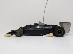 RC ラジコン タミヤ 1/10 JPS ロータス79 競技用スペシャル のシャシとボディ側面 画像-01