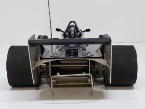 RC ラジコン タミヤ 1/10 JPS ロータス79 競技用スペシャル のシャシとボディ後ろ 画像-01