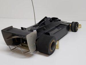 RC ラジコン タミヤ 1/10 JPS ロータス79 競技用スペシャル のシャシとボディ右後ろからの 画像-01