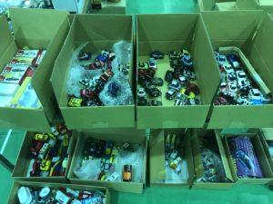 ブース内で商品設置。チョロQ、43他ミニカーをマニアモデル出店-03