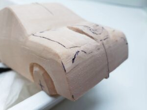 マニアモデルファイル 愛車 旧規格 HA21SHB11S スズキ アルトワークス の自作 ミニカー 模型作り -ボンネットダクトのわきの切り込みと削り (8)