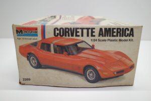 プラモデル モノグラム 1-24 Monogram 2269 シボレー コルベット アメリカ Chevrolet Corvette America 4ドア (2)