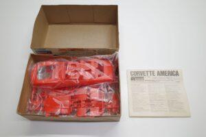 プラモデル モノグラム 1-24 Monogram 2269 シボレー コルベット アメリカ Chevrolet Corvette America 4ドア (7)