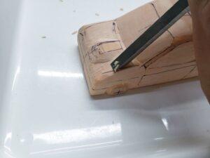 マニアモデルファイル 愛車 旧規格 HA21SHB11S スズキ アルトワークス の自作 ミニカー 模型作り -左側のボンネット上部の追加削り (1)