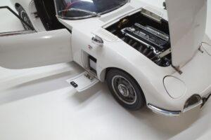 デアゴスティーニ トヨタ 2000GT 1-10 組立済み 完成品 全65号 セット の模型の拡大撮影 (43)