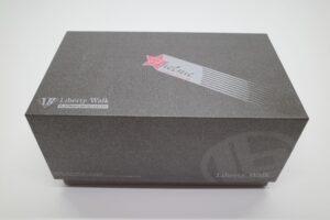 ミニカー FuelMe 1-43 LB LibartyWalk ランボルギーニ アヴェンタドール コンバットグレイ の外箱確認風景 (1)