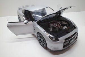 買取事例- イーグルモス GT-R 、冊子、ケース、模型 完成品セットのエンジンルーム開閉と外観 (5)