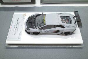 FuelMe 1-43 LB LibartyWalk ランボルギーニ アヴェンタドール コンバットグレイ のミニカー拡大撮影風景 (2)