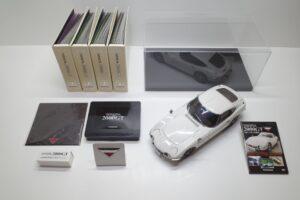 デアゴスティーニ トヨタ 2000GT 完成品 全 65巻セット 特注ケース付き―展示風景-01