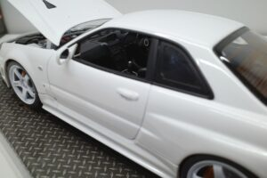 ホットワークス 1-24 日産 スカイライン GT-R V-スペックII 2002 BNR34 ニスモ R-S-tune 白- (22)