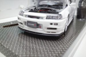 ホットワークス 1-24 日産 スカイライン GT-R V-スペックII 2002 BNR34 ニスモ R-S-tune 白- (7)